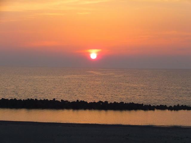 海に沈む夕日(夕焼け)