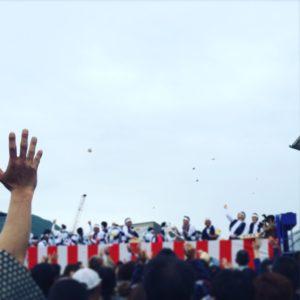 淡路島福良春祭りの餅まき