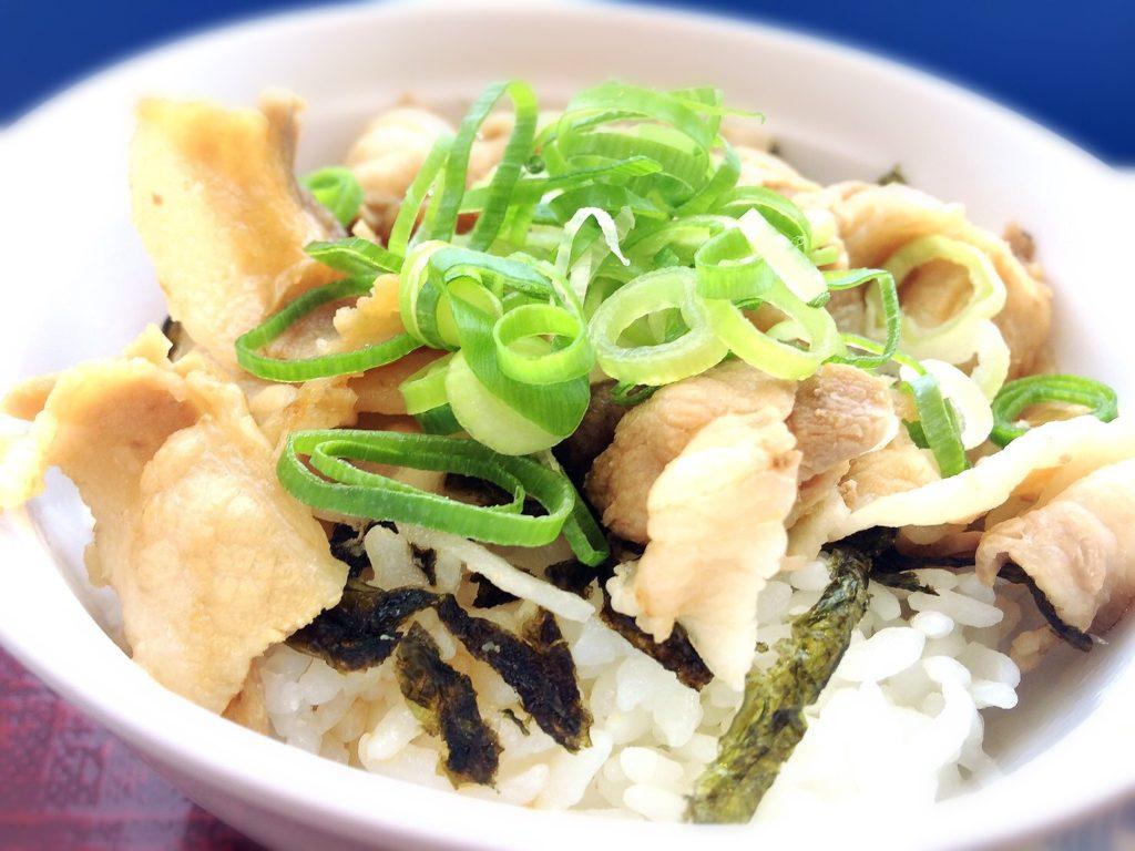 淡路サービスエリアのラーメン尊(みこと)の豚丼
