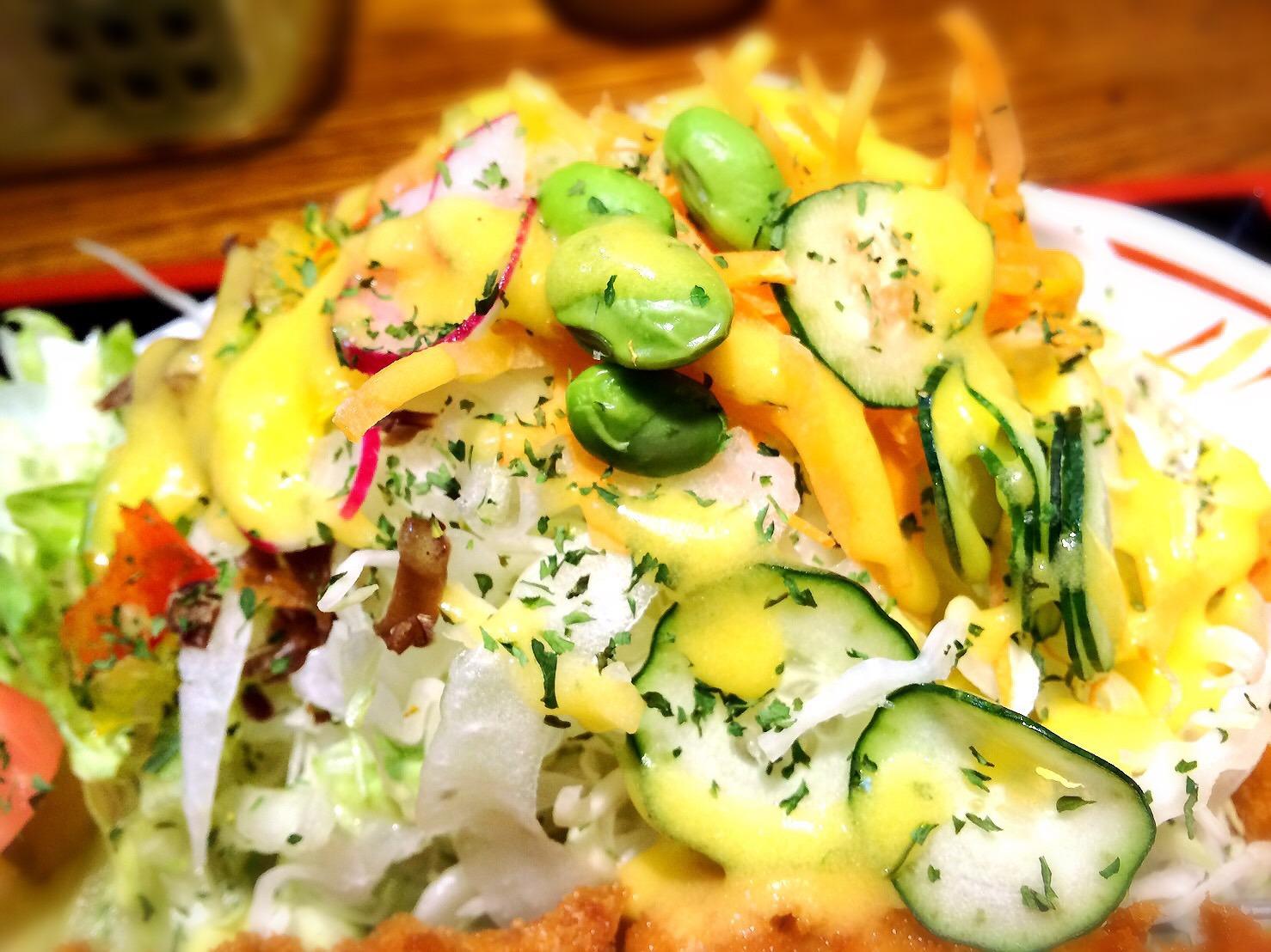 ママンのロースカツ定食のサラダ