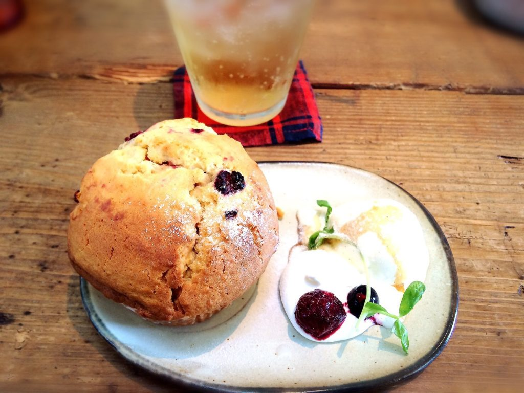 小空カフェのラズベリーとサワークリームマフィン