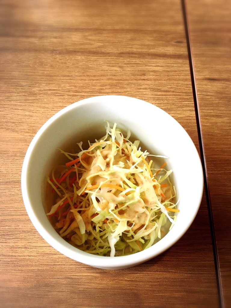 ダマールカレーのサラダ