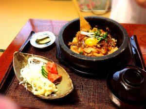 三富の石焼きキムチ親子丼