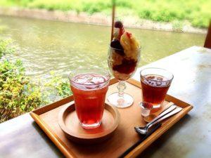 三宅商店酒津の「白桃のフローズンカフェ」とドリンク