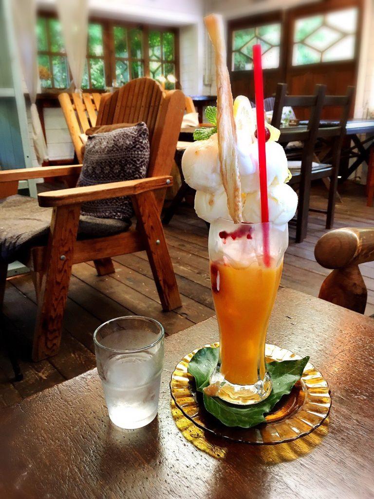 ラウーベの「藻塩アイスと温州みかんジュースメガパフェ」