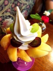 果物小町の桃パフェ
