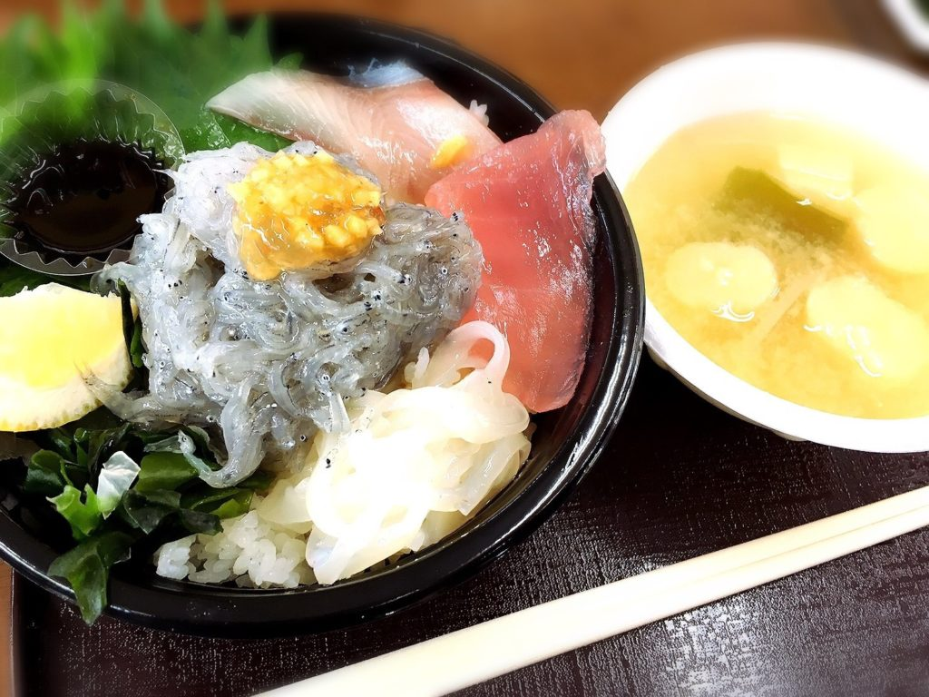 michinoekiawaji-namashirasudon