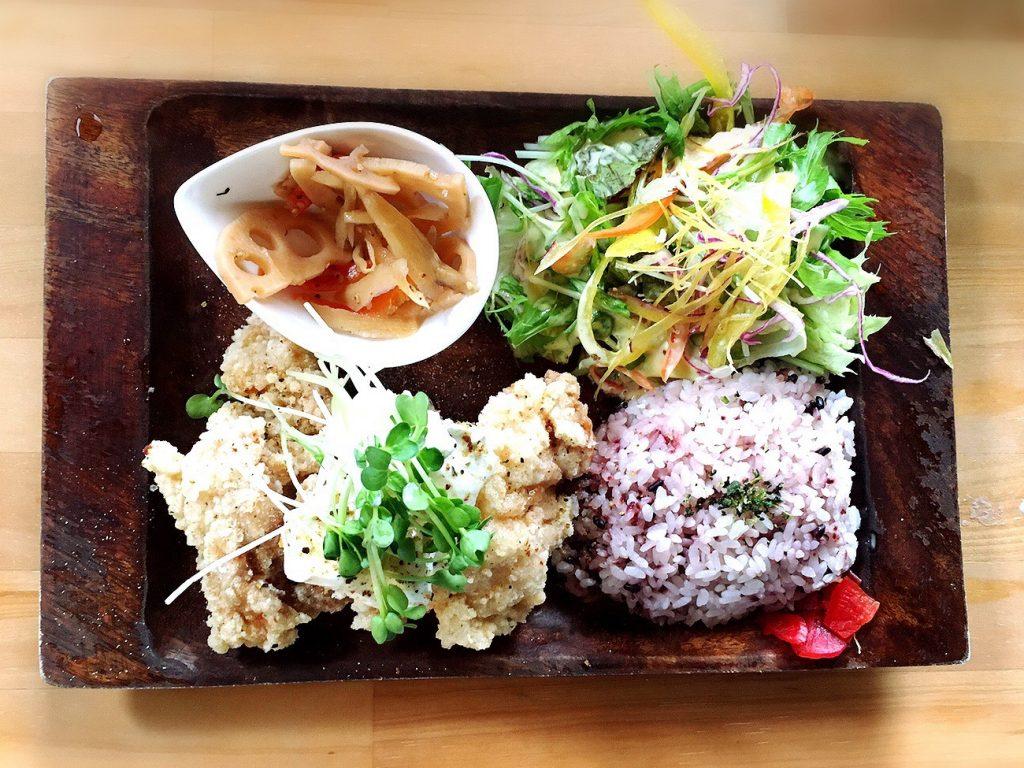 志知カフェの唐揚げプレート(サワークリーム)