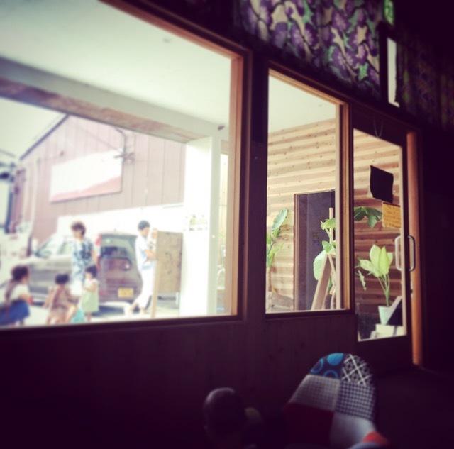 志知カフェ店内からの景色