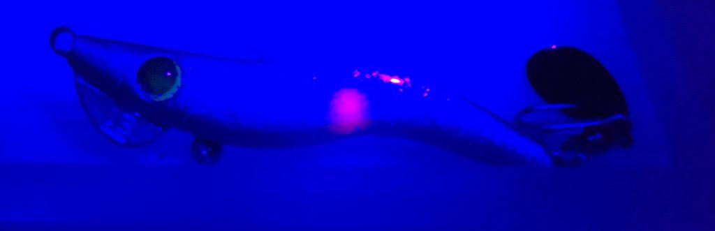 メタルマル2016年カラー「プラチナ紫陽花」(UVライト紫外線照射時)
