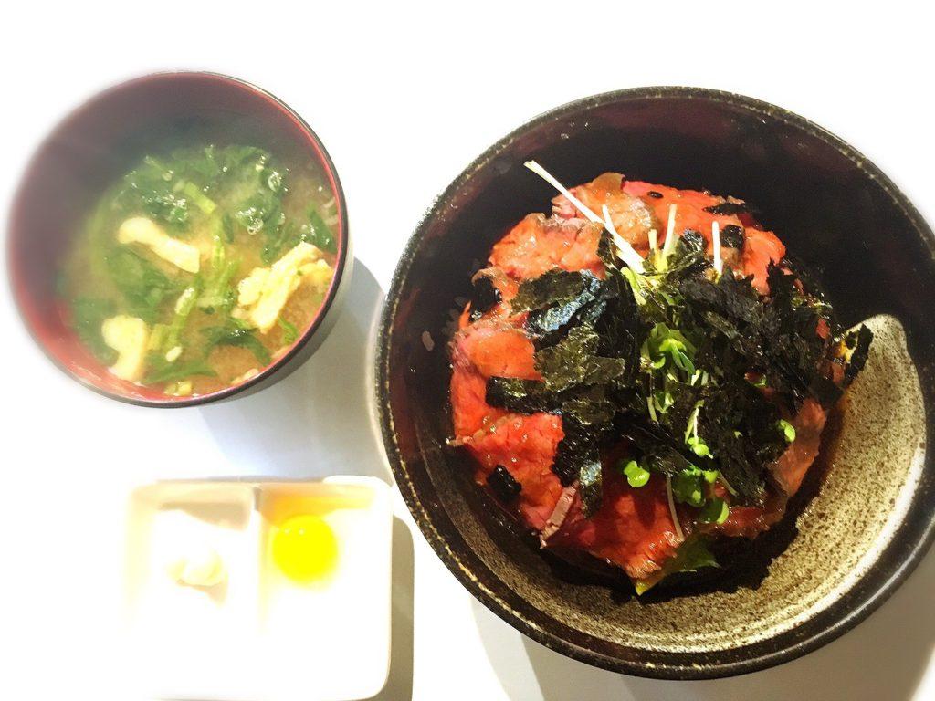 Giro d' Awaji(ジロ・デ・アワジ)のローストビーフ丼