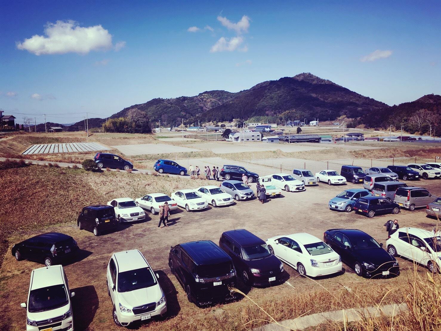 八木のしだれ梅の駐車場(平日昼前)