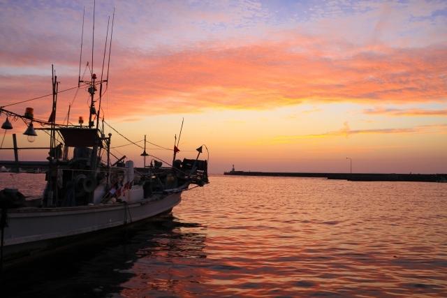 漁港と夕日(夕マズメ)