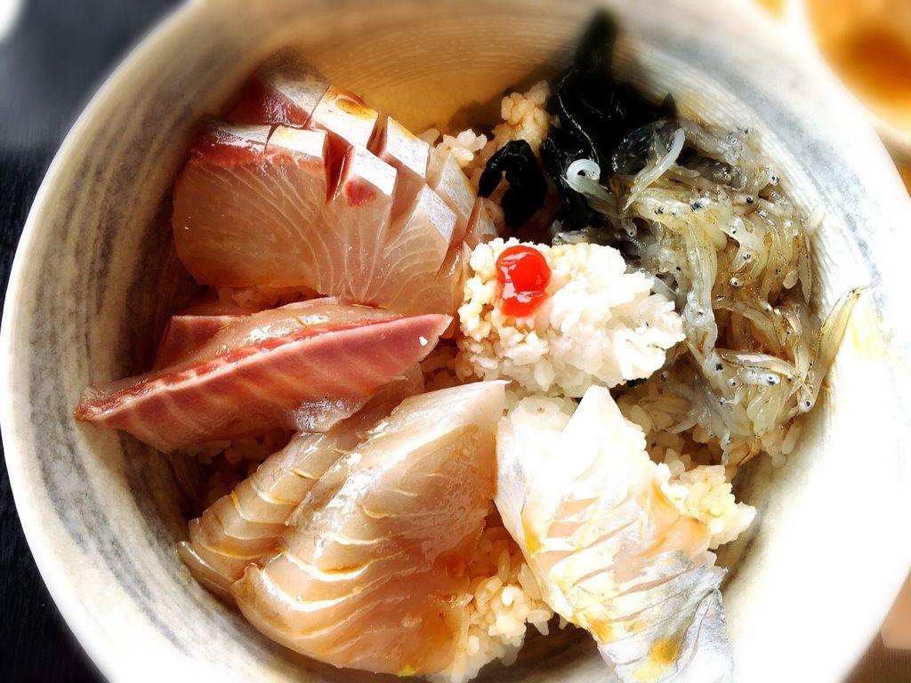 道の駅うずしお絶景レストランの白い海鮮丼