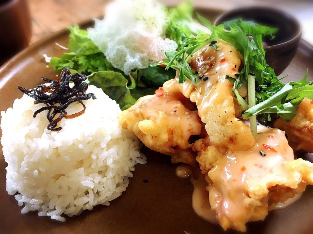 小空カフェハウスのランチ「鶏の唐揚げスイートチリセット」