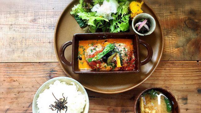 小空カフェハウスのランチ「トマト煮込みハンバーグセット」