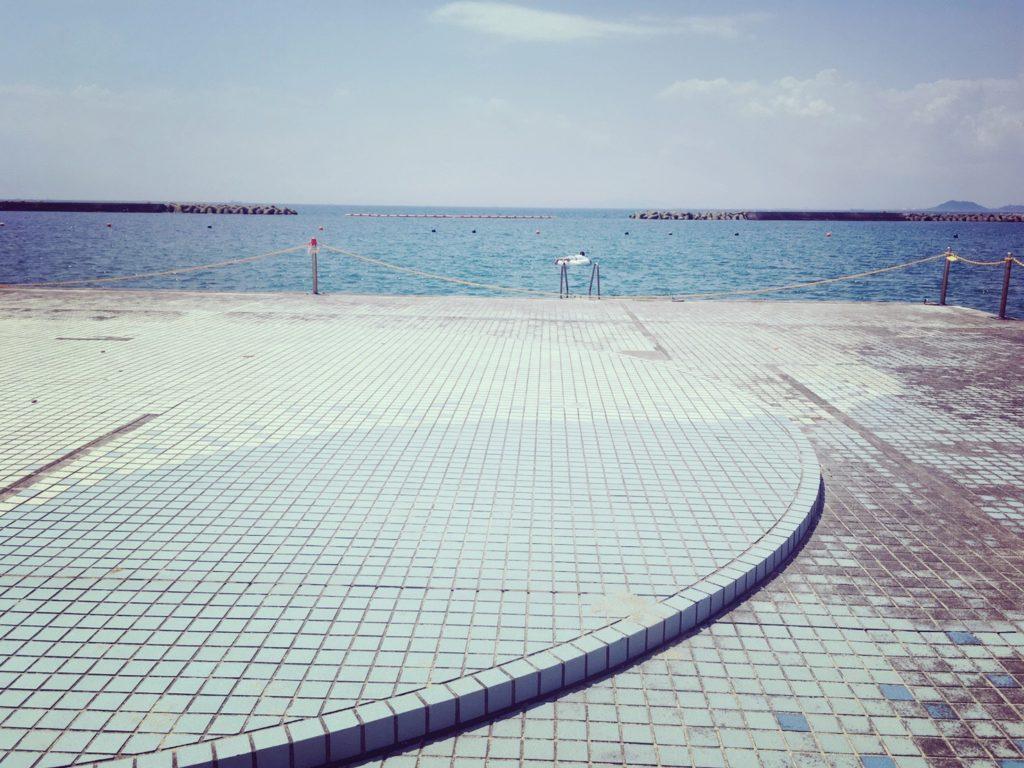阿万海水浴場の飛込み台
