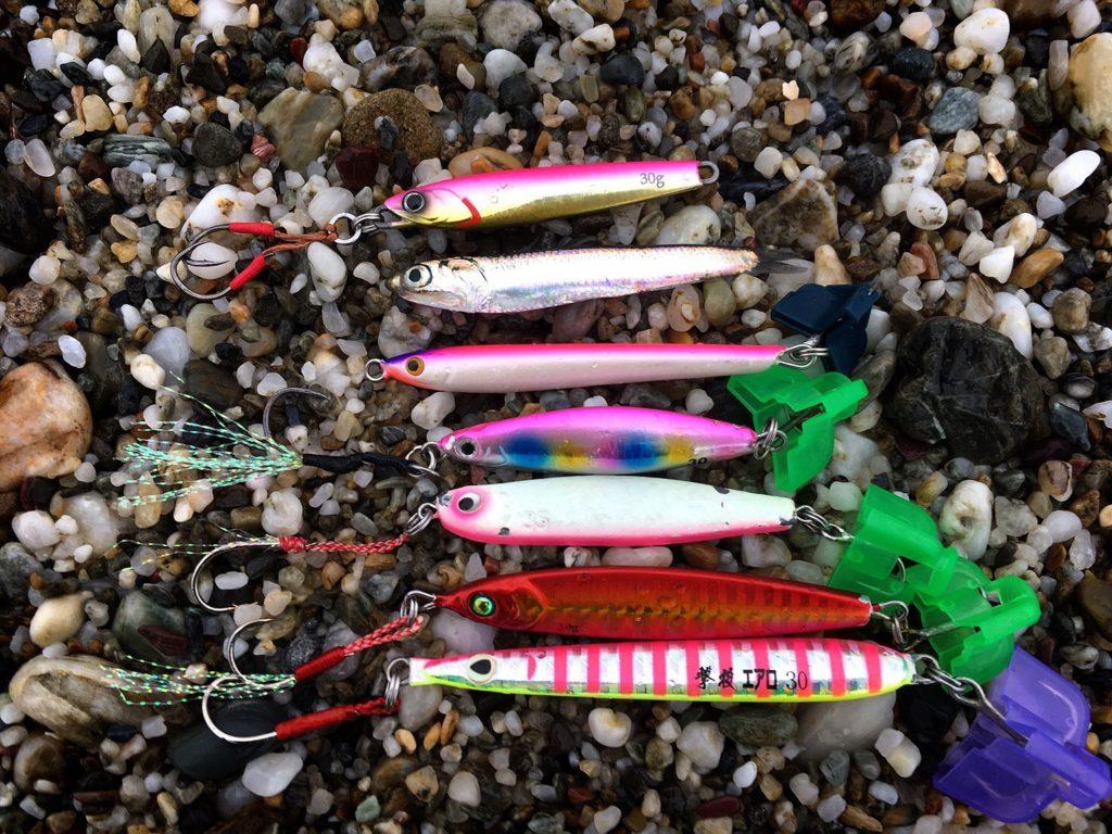 シオを釣ったチビナゴ28gとベイトのカタクチイワシと本日投げたメタルジグ(ルアー)一覧。201709