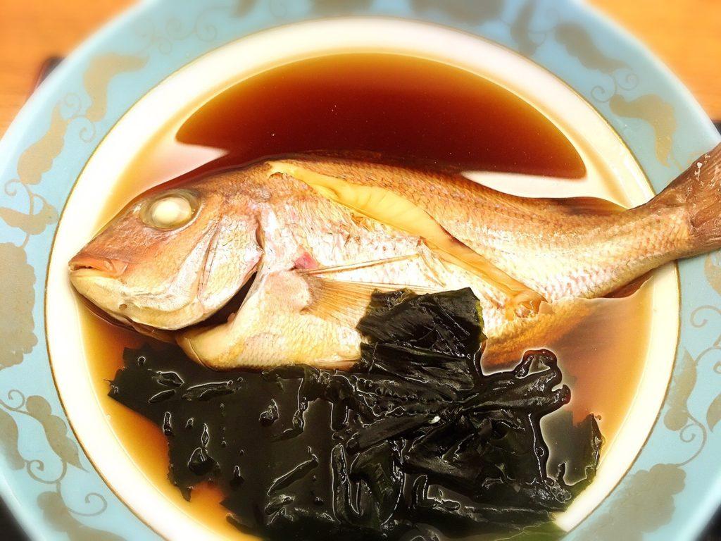 万代のまかない定食の鯛の煮付け