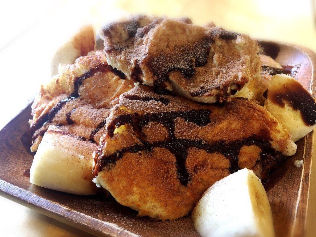 バニーズホーンのバナナショコラパンケーキ(4種のマスカルポーネチーズのスフレパンケーキ)750円