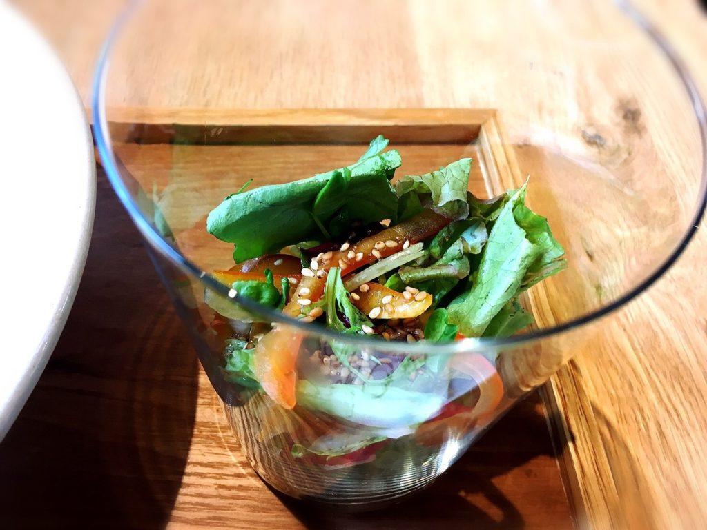 菜と根のカレーのサラダ