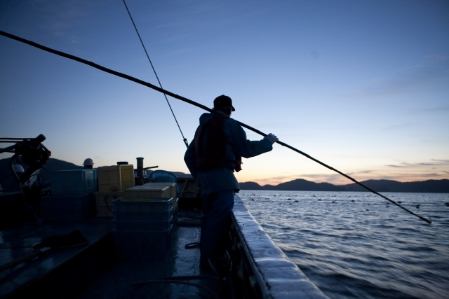 漁師とタモ網の柄(ランディングネット・シャフト)