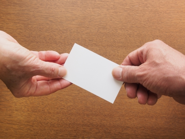 名刺(カード)交換、手渡し
