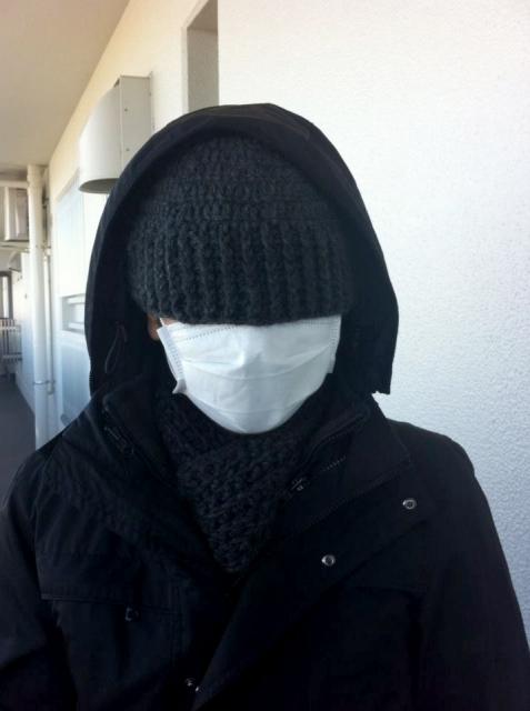 覆面とフードとマスクの男