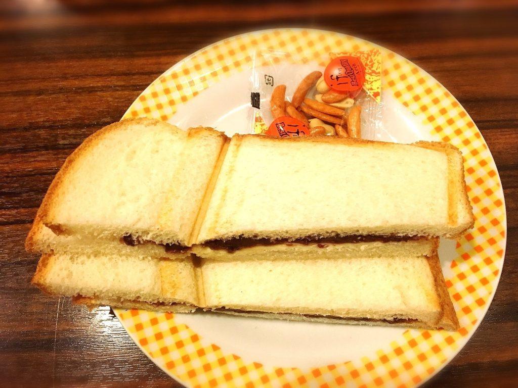 モーニング喫茶リヨンの小倉あんプレスサンド