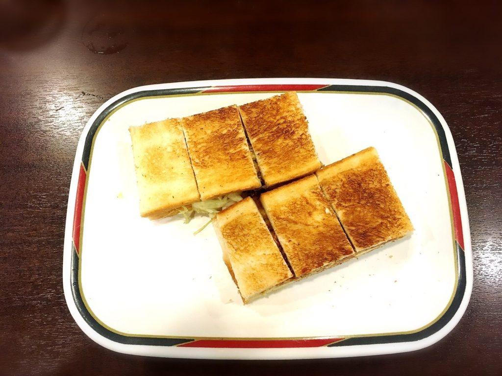 コンパルメイチカ店のモーニングセットのハムエッグトースト