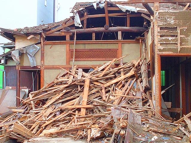 地震災害による家屋倒壊