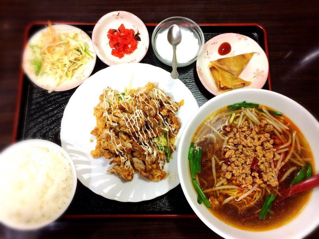 豊源の油淋鶏定食と台湾ラーメンセット