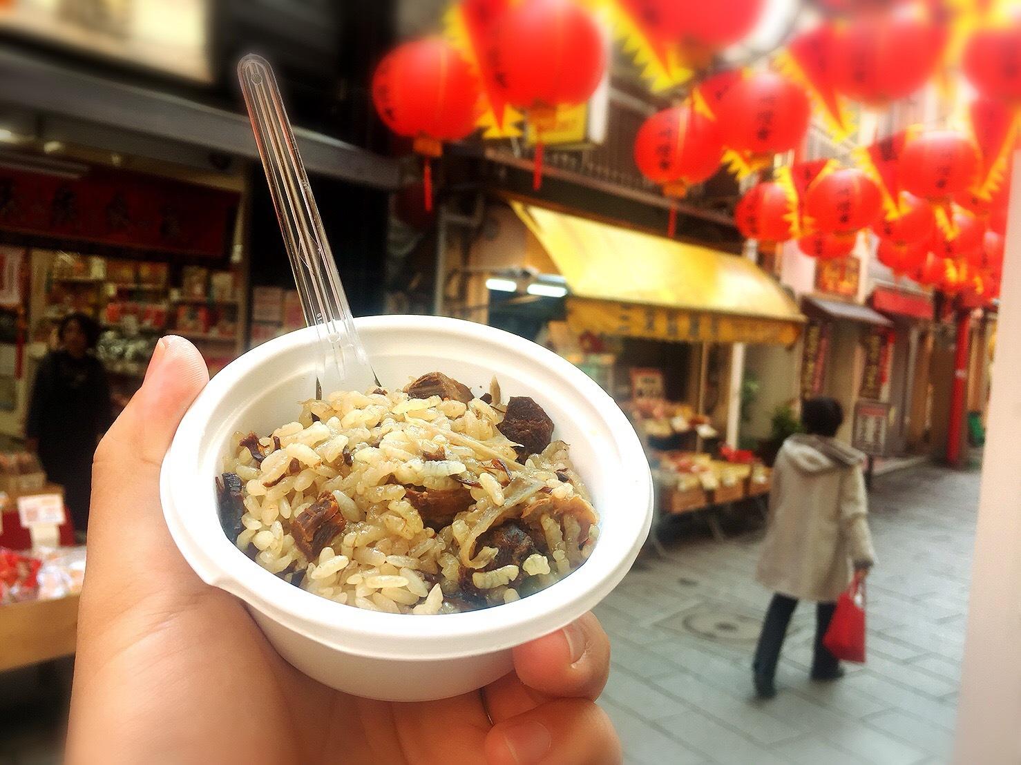 長崎中華街の三栄製麺の角煮おこわ