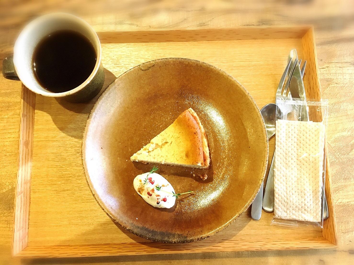 233カフェのスパイスチーズケーキ