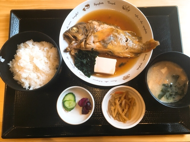 畔の煮魚定食(がしら)