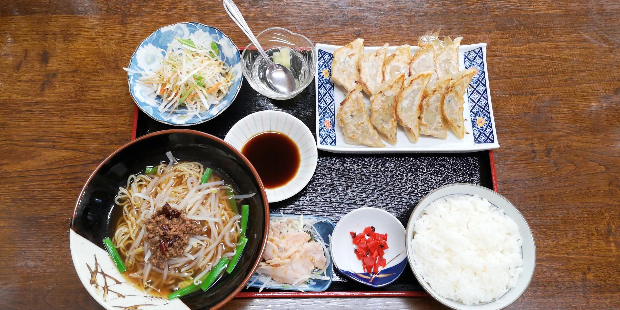 桃仙の餃子定食