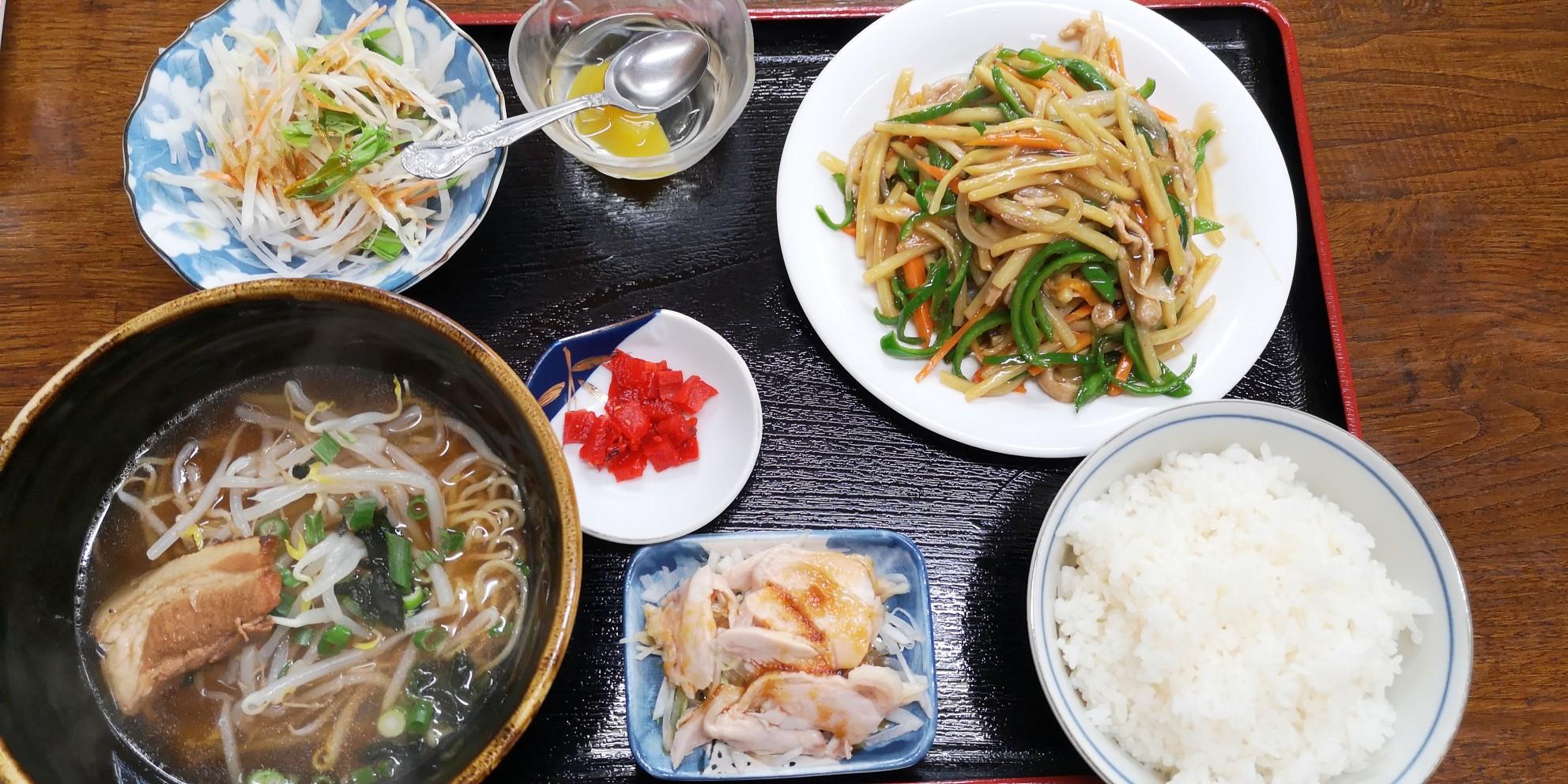 桃仙の青椒肉絲定食と醤油ラーメン