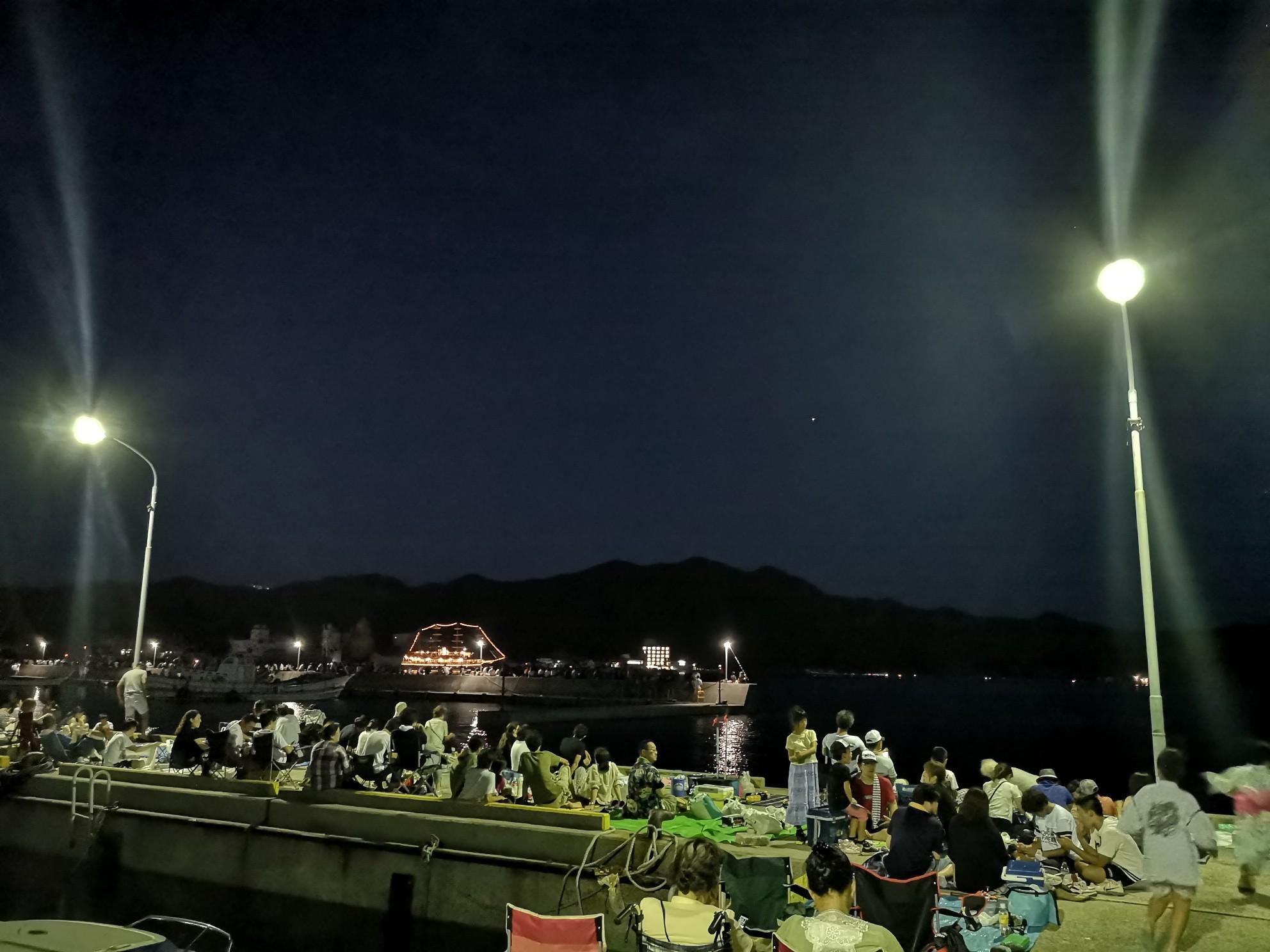 福良湾海上花火大会の福良港の内側