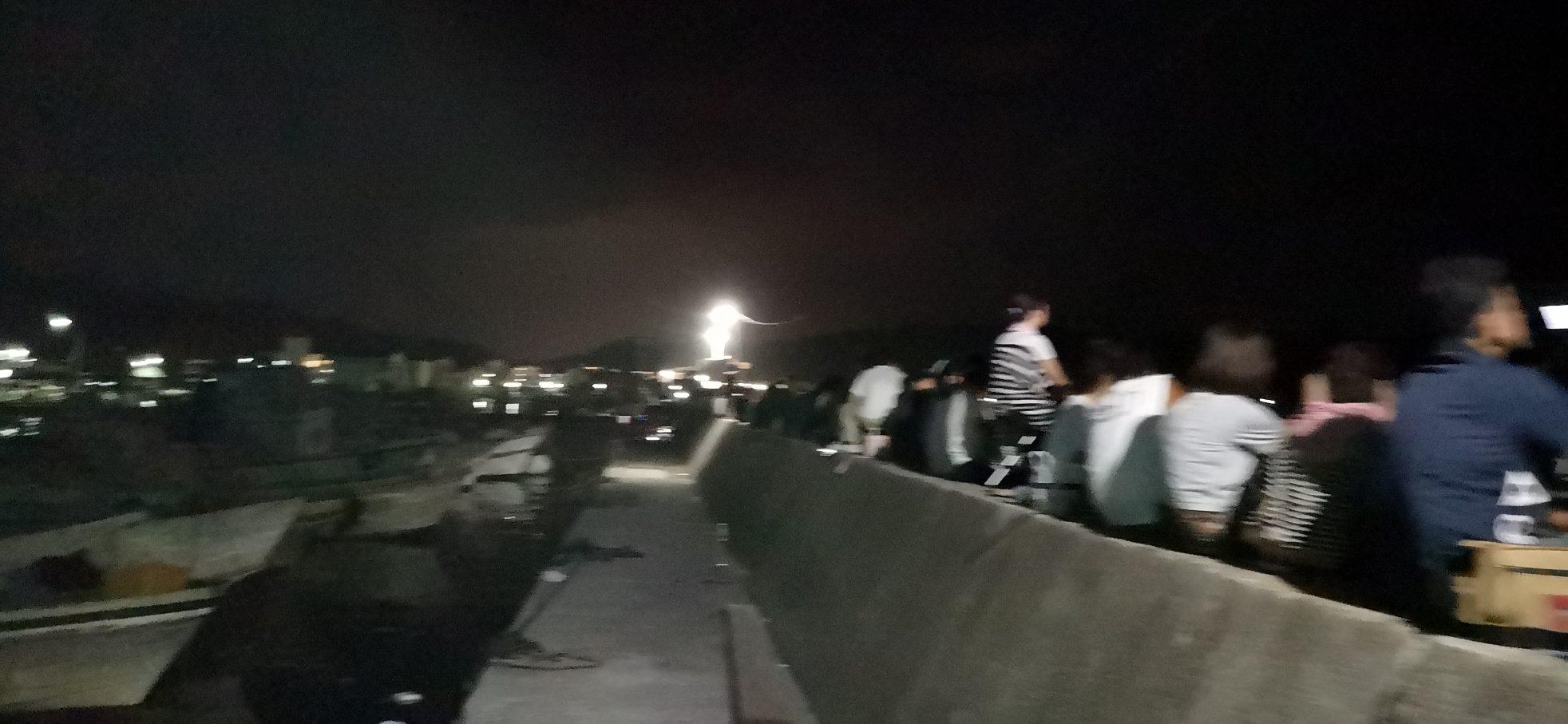 福良湾海上花火大会の福良港の堤防外側