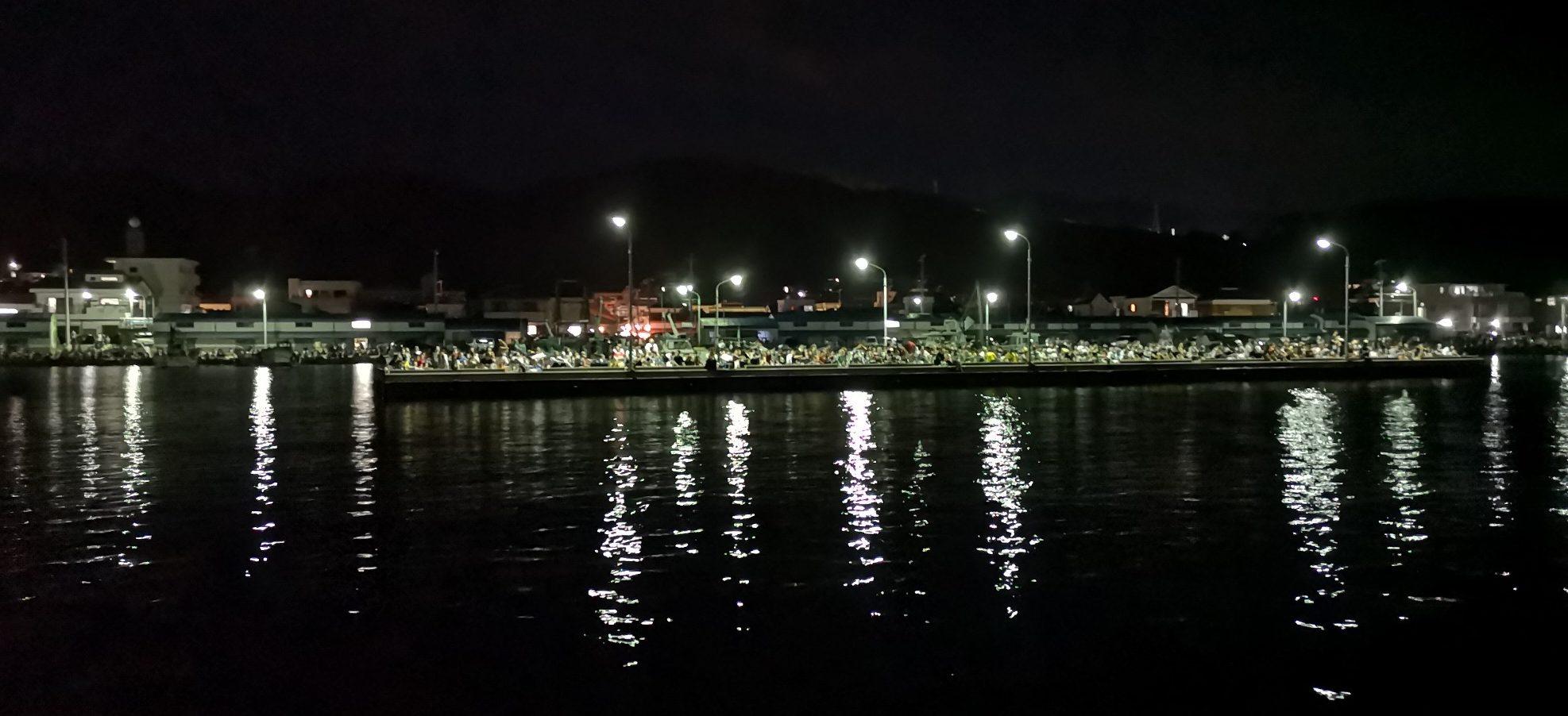 福良湾海上花火大会の堤防内側