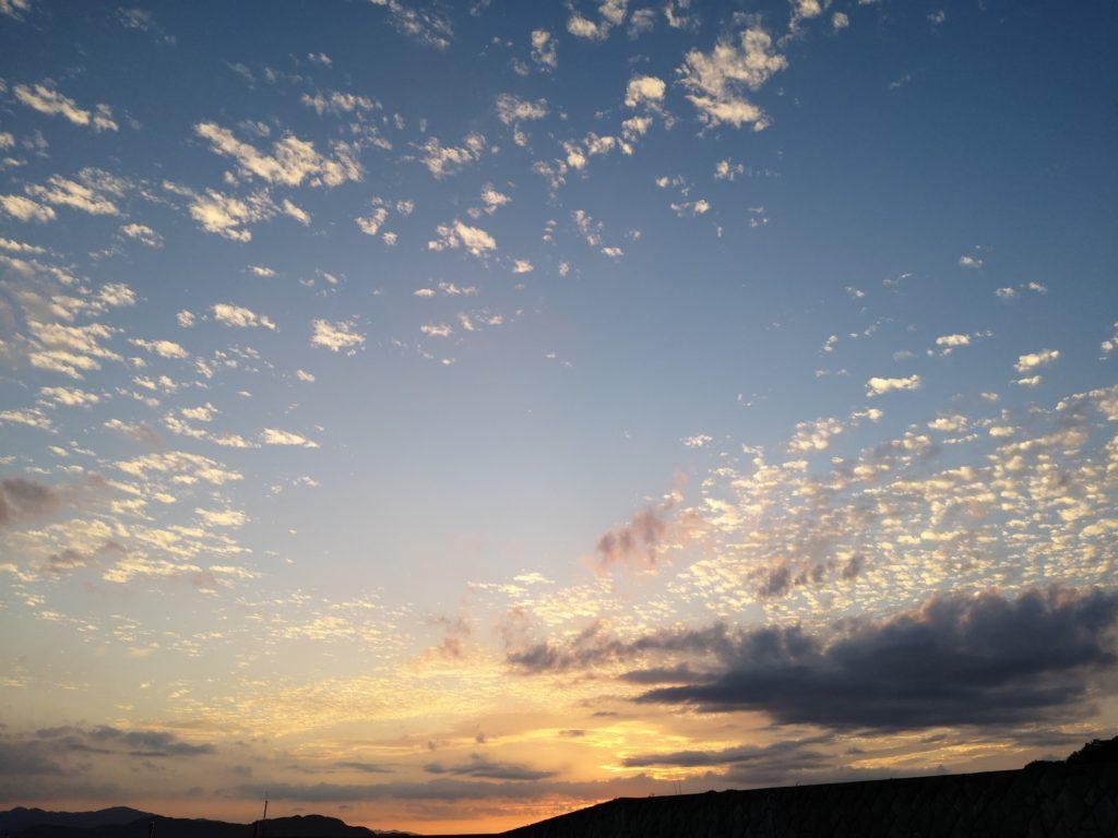 9月の秋の夕焼け空