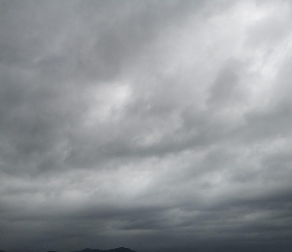 台風24号接近中の曇天時々強い雨(2018.9)
