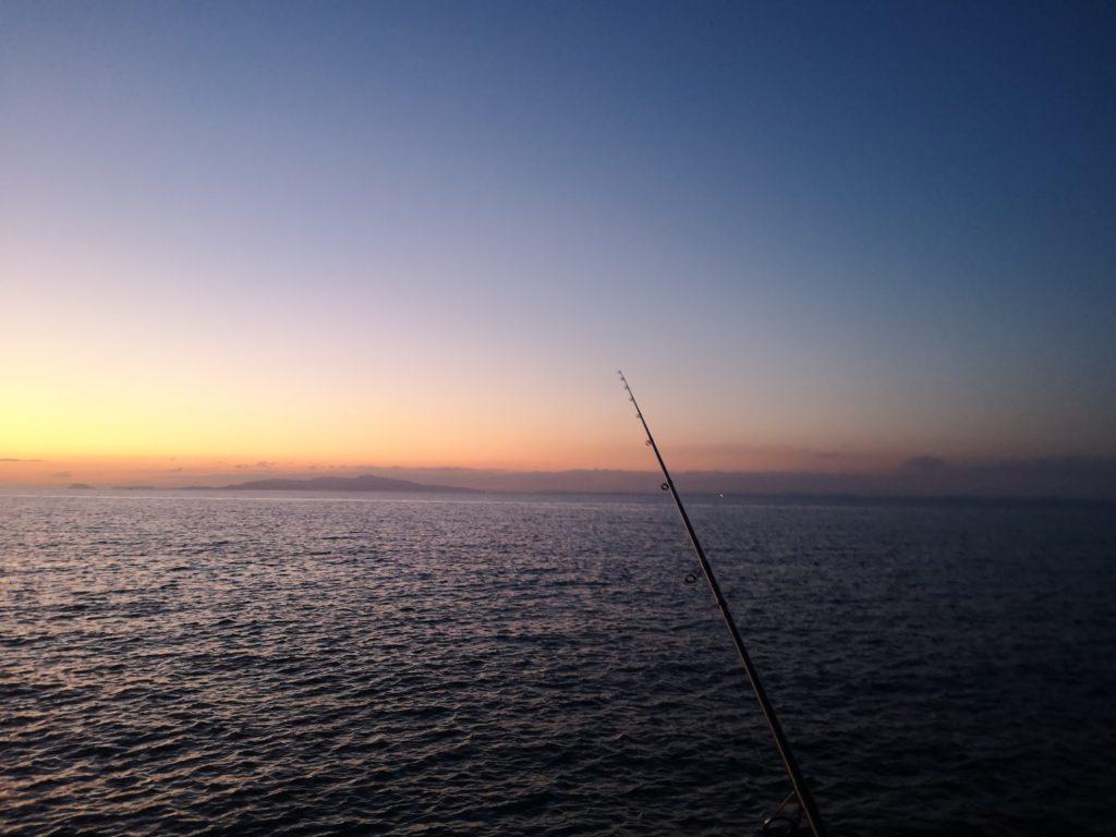 タチウオが釣れ始めた薄暗さ17:52(日の入り時刻20分後)(2018.10)