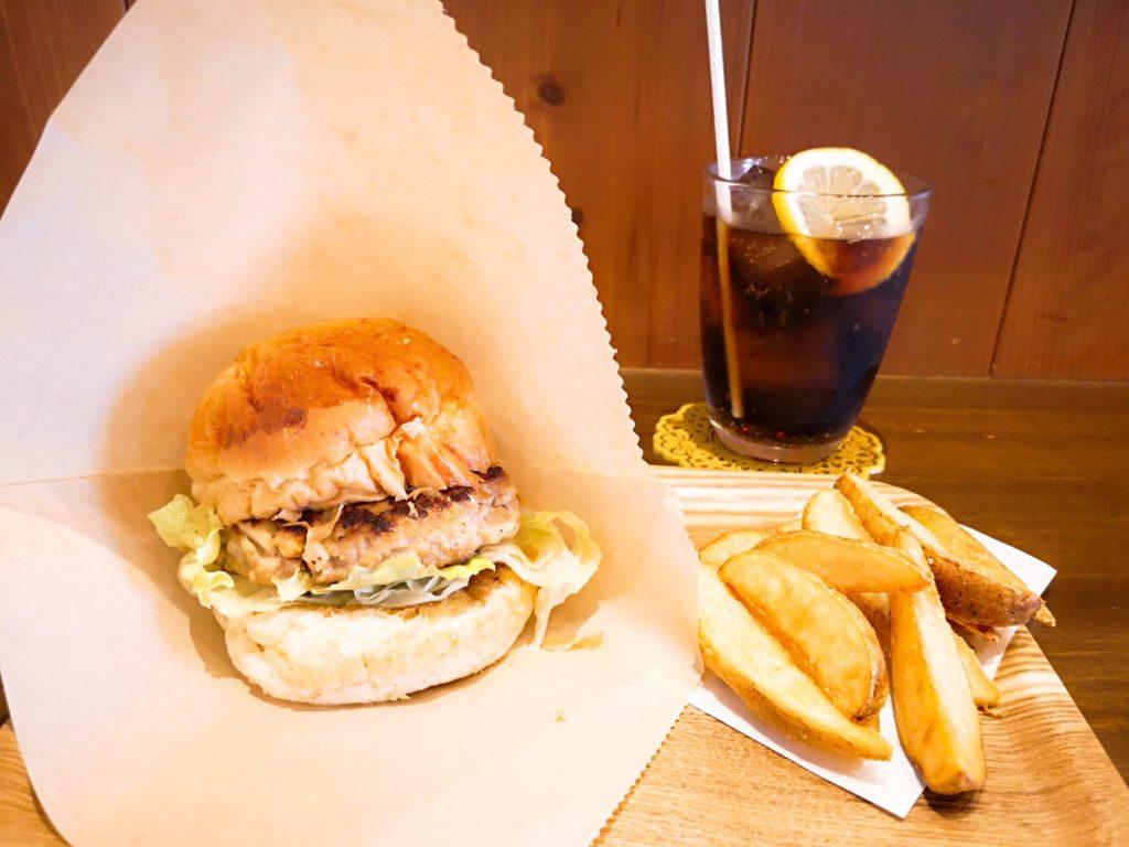 アマテラスのハンバーガーとポテトとコーラ