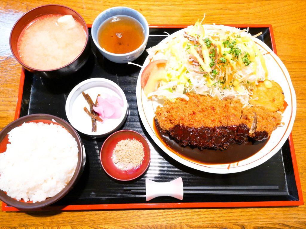 喫茶ママンの味噌ロースカツ定食