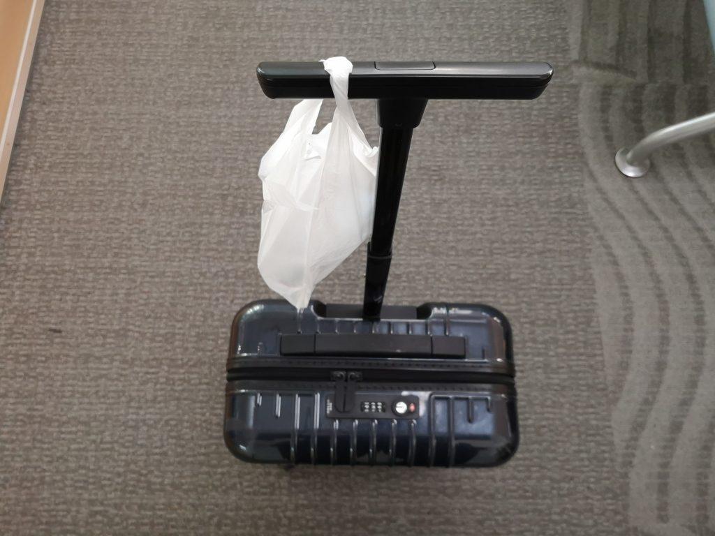 リモワのサルサエアー33Lネイビーとコンビニのレジ袋