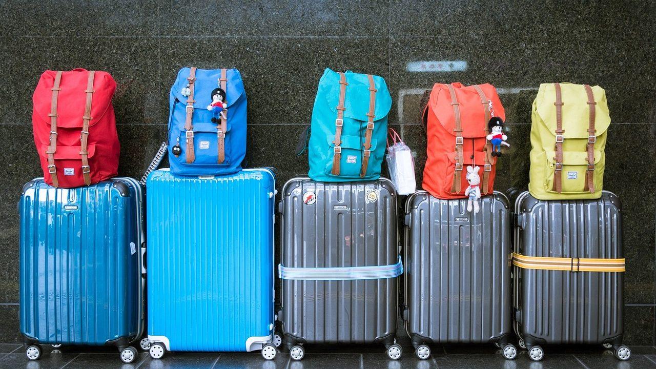 スーツケースと手荷物