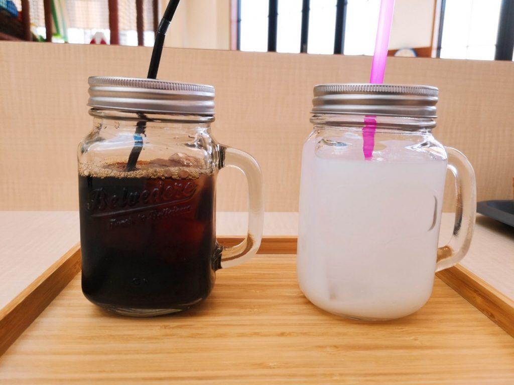 ワココのアイスコーヒーとカルピス