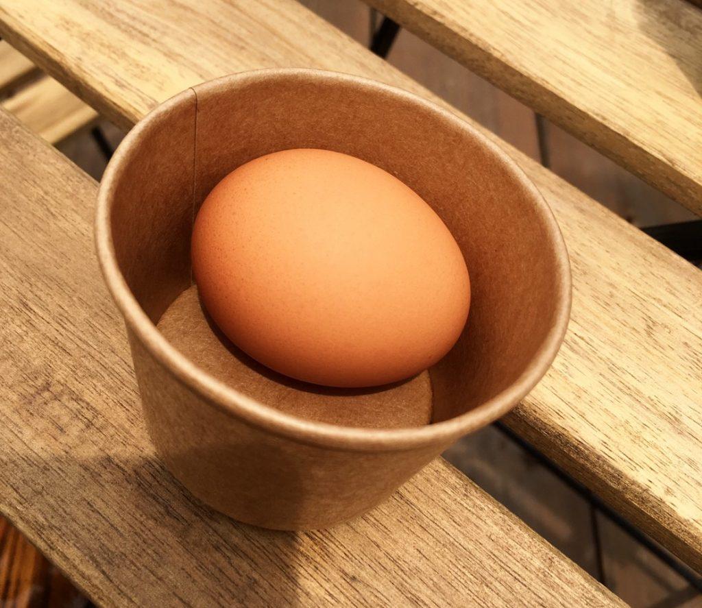 チャレンジモール福良capの農カフェ八十八屋のとまてり丼の北坂卵