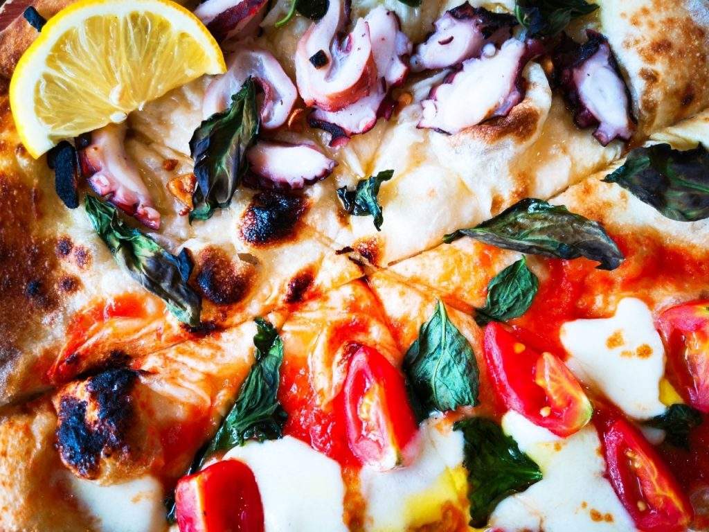 福良マルシェの夏の欲ばりマルシェピザ